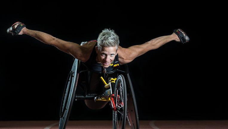 Parantee, de Vlaamse sportfederatie voor G-sport, heeft een verjaardagskalender uit met paralympische sporters. Deze foto van Marieke Vervoort is de cover van de kalender. Te bestellen op parantee.be voor 15 euro. Beeld Parantee/Hendrik Geenens