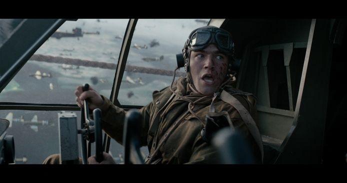 Jamie Flatters als gliderpiloot William.