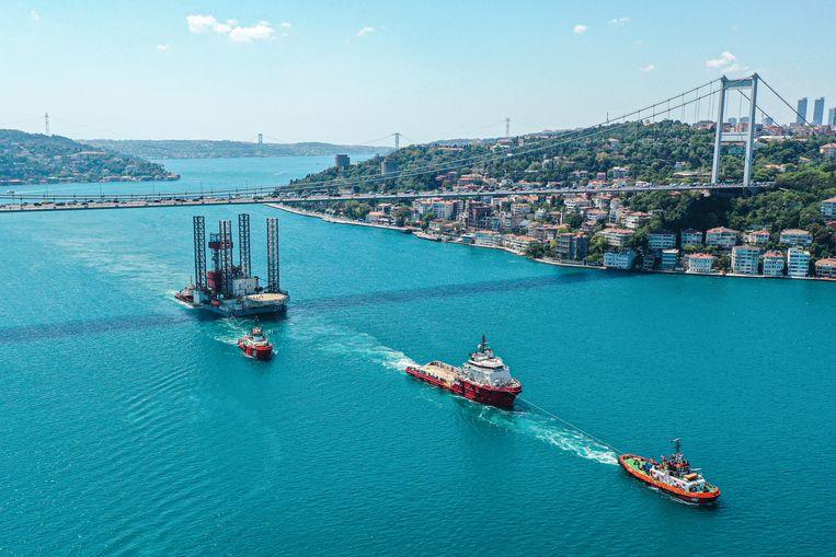 Booreiland GSP Saturn in de Bosporus bij Istanbul. Beeld Getty