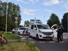Wéér een ongeluk op Doetinchemse hoofdpijnrotonde: fietsster gewond door aanrijding met busje
