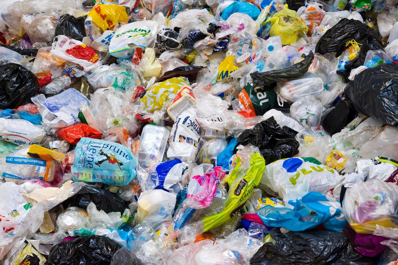 Er moet wat gebeuren tegen de ernstige vervuiling van plasticafval, vindt de gemeente Hengelo.