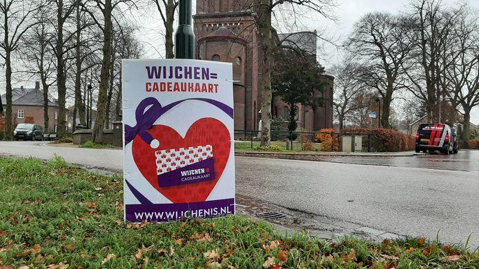 Een reclamebord voor de (reeeds bestaande) cadeaukaart Wijchen= in Hernen.