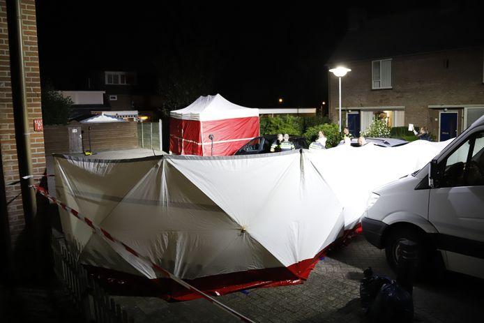 De politie doet onderzoek na de schietpartij in Boxmeer. De vermoedelijke schutter is in de loop van de nacht aangehouden.