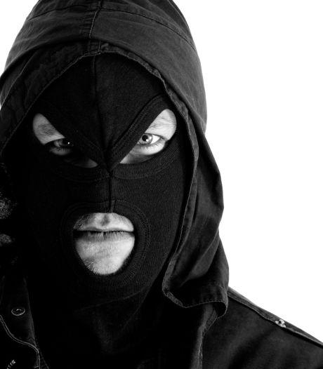 Tiener door gemaskerde man bedreigd, mishandeld en beroofd in Oisterwijk
