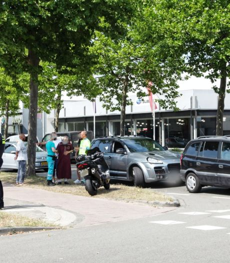 Ongeluk bij wasstraat in Amersfoort: Porsche botst op Opel