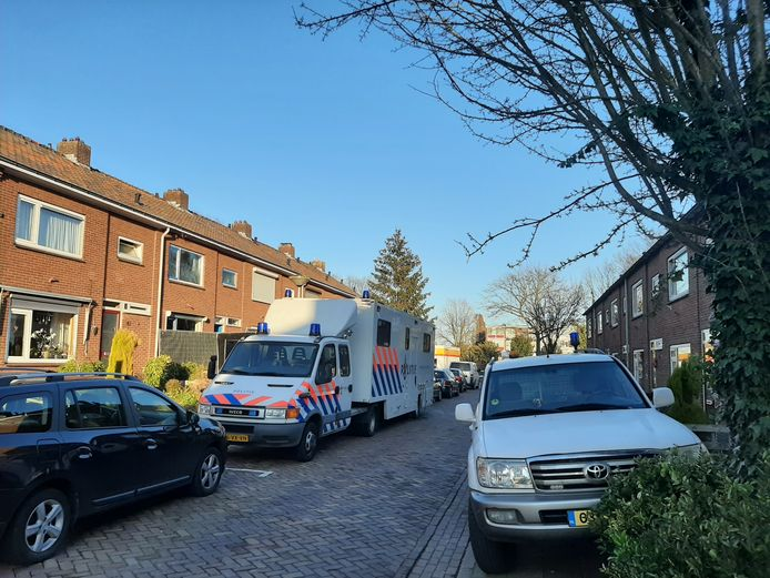 Groot politieonderzoek bij een woning aan de Krokusstraat in 's-Heerenberg.