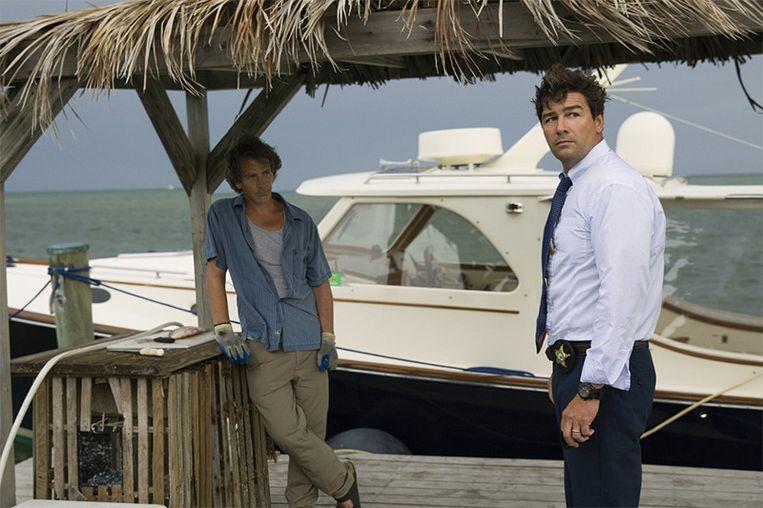 Ben Mendelsohn en Kyle Chandler in 'Bloodline' Beeld Netflix