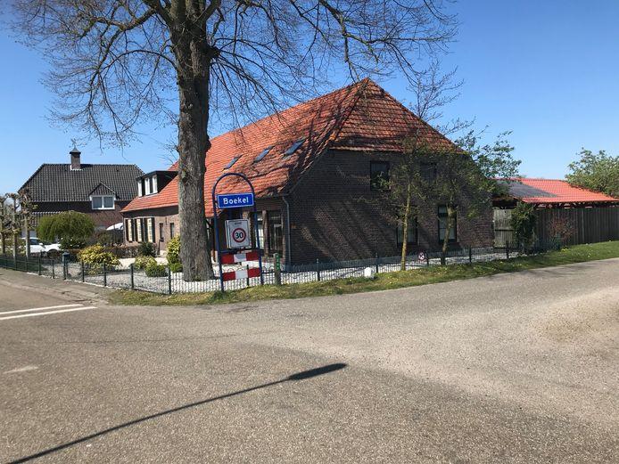 De woning van de Boekelse familie die er een lodge bij wil bouwen. Tweede woning, zegt de gemeente. Tuinhuis, vindt de familie.