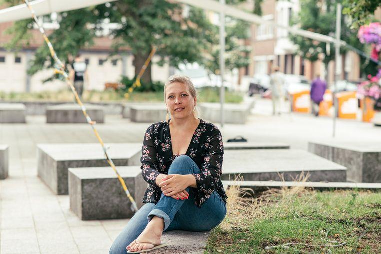 Layla Winkeler: 'Als ik een appartement vind tussen de 150.000 en 170.000 euro, een opknappertje allicht, dan zou ik ook tussen de 550 en 650 euro maandelijks moeten afdragen om mijn lening af te betalen. Al is een bank vinden die me dat bedrag wil lenen niet gemakkelijk.' Beeld Tine Schoemaker