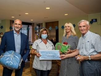 """Familie schenkt woonzorgcentrum cheque van 750 euro: """"Als bedanking voor goede verzorging van mama"""""""