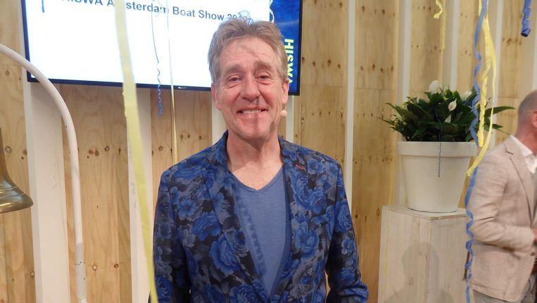 Host Peter Heerschop, in de schaduw van feestslingers. Beeld Schuim