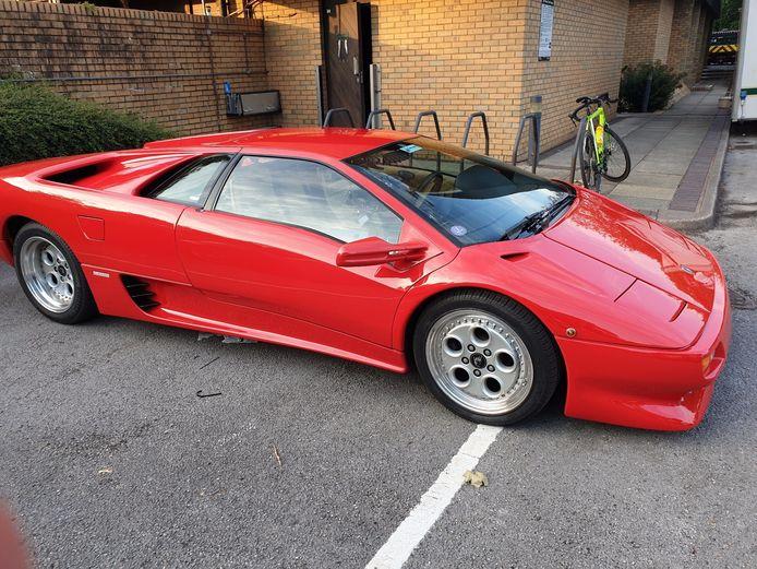 De rode Lamborghini Diablo in betere tijden.