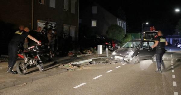 Agenten beleven bizarre nacht in Gennep: 'lachgasjongen' ontsnapt door ongeluk.