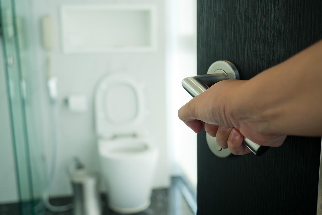Badkamerdeuren die naar binnen open gaan zijn zeer zeldzaam.