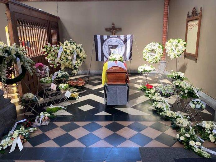 De kist van Kamiel Sergant staat in de kerk van Mijlbeek.