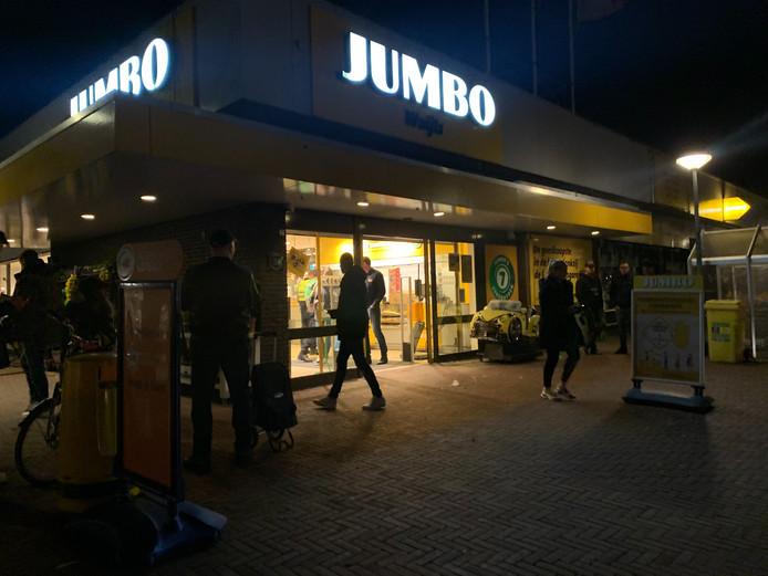De Jumbo in winkelcentrum De Loper in Vlaardingen is zojuist overvallen.