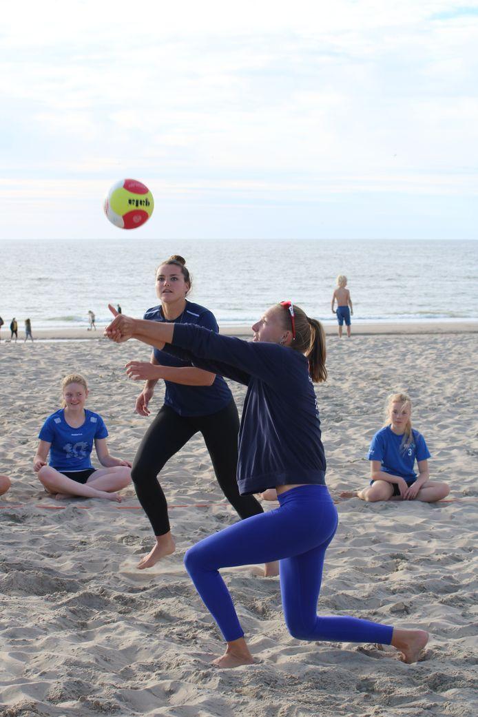 Topbeachvolleyballers Katja Stam en Mexime van Driel
