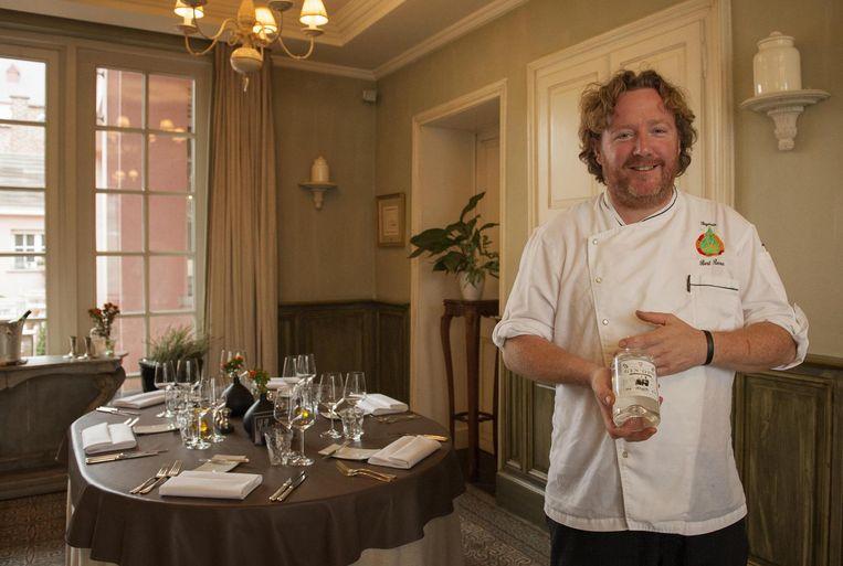 Bert Recour, chef bij restaurant Pegasus, met de GIN'OPS.