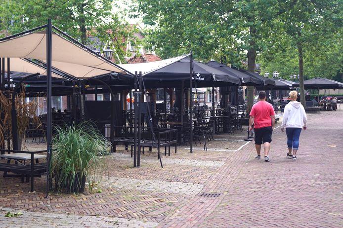 Horecaondernemers op het Spuiplein in Bunschoten zijn een petitie gestart. De ondernemers willen dat hun terrassen op zaterdag mogen blijven staan op het Spuiplein.
