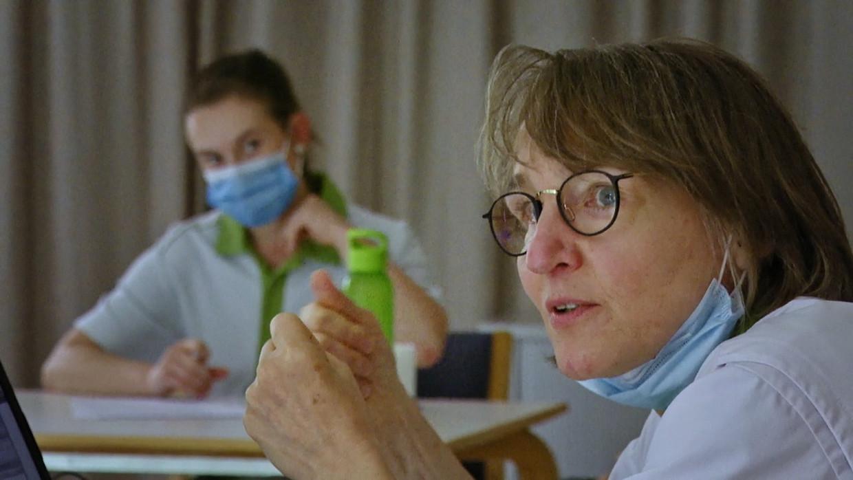 Neuroloog Erika Peeters in 'Topdokters'. Beeld SBS