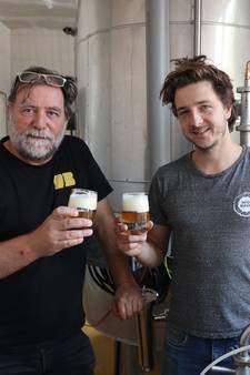 Eindelijk, eindelijk kan het bier vloeien in de oude gymzaal van Groede