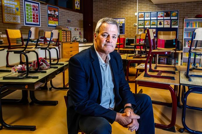 Louis van Stiphout, bestuurder bij de stichting Quo Vadis, waaronder zeventien scholen vallen in Deventer/Overijssel. ,,Met vaste contracten hebben wij het nog redelijk op orde, maar zodra er zieken zijn beginnen de problemen. Dat is een teken aan de wand.''
