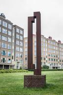Het kunstwerk van Pennock op de Segbroeklaan in Den Haag