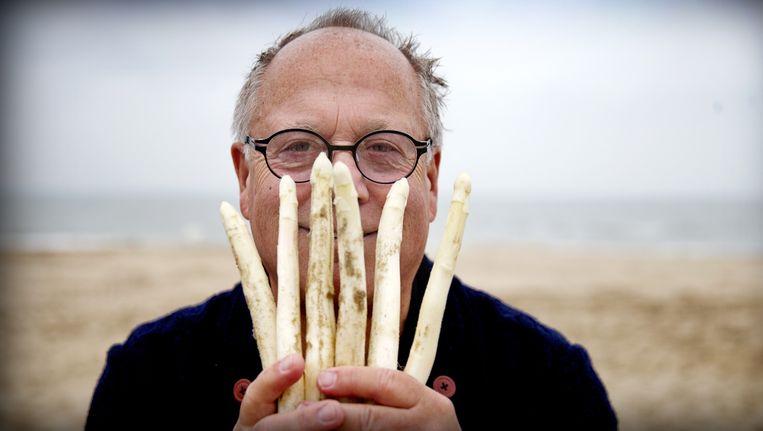 Joop Braakhekke is blij met de nominatie voor de 'Oscar van de kookboeken'. Beeld anp