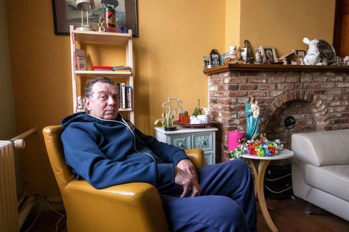 Steven van Dijk, hier in zijn kamer, woont en werkt bij Emmaus Langeweg. Eerder woonde hij bij andere vestigingen.