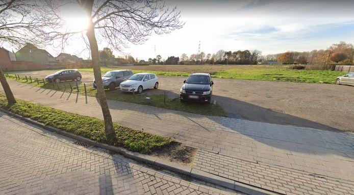 Op deze parking recht tegenover basisschool De Pimpernel in Zemst-Laar komt in het najaar een frituur.