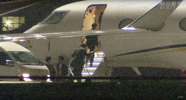 Op 18 november 2018 werd Ghosn op de Haneda-luchthaven in Tokio gearresteerd, toen hij in zijn NI55AN-jet terugkwam van Libanon.  Beeld rv