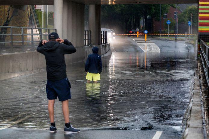 Rosmalen, wateroverlast door hevige regenval