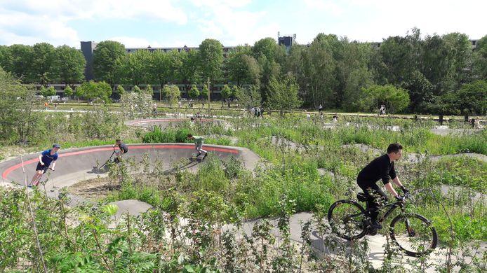 Het Spoorpark in Tilburg is geopend. De jeugd maakt al gebruik van de sportvoorzieningen.