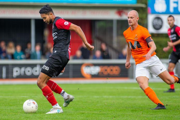 Gino van den Berg in actie voor De Treffers vorig seizoen tegen HHC Hardenberg.