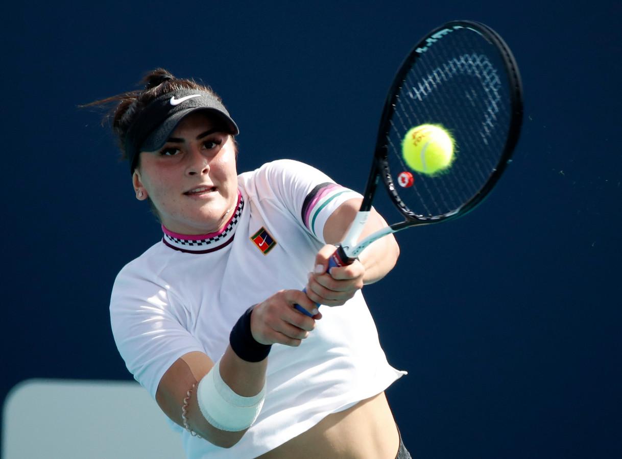 De Canadese Bianca Andreescu in actie tegen Irina-Camelia Begu.
