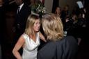 Jennifer vliegt Brad backstage in de armen
