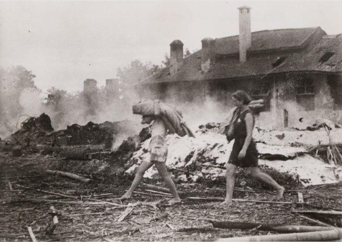 Het Japanse vrouwenkamp Kampili op Zuid-Celebes wordt op 18 juli 1945 verwoest door geallieerde bommen. Vanuit Nieuw-Guinea rukken de Amerikaanse bevrijders op.