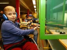 Mindervalide leden schietvereniging Robin Hood helemaal blij met nieuwe elektronische schietbaan