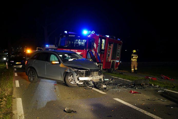 Hulpverlening na het ernstige ongeval op de Arnhemseweg tussen Zevenaar en Duiven.