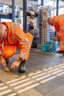 Stickers 1,5 meter verdwijnen van de stations, te beginnen in Vlissingen