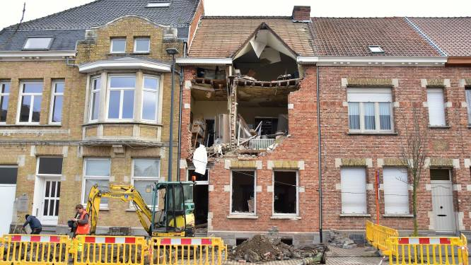 """Dochter vangt weduwe op wiens huis explodeerde: """"Mama had een goeie engelbewaarder. Maar ze blijft voortdurend die enorme knal horen"""""""