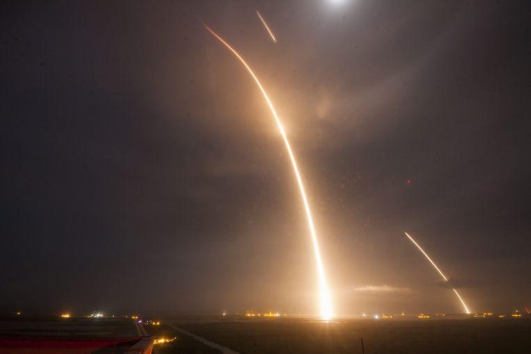 Een stuwraket van SpaceX is na een missie in de ruimte succesvol geland op aarde. Beeld EPA