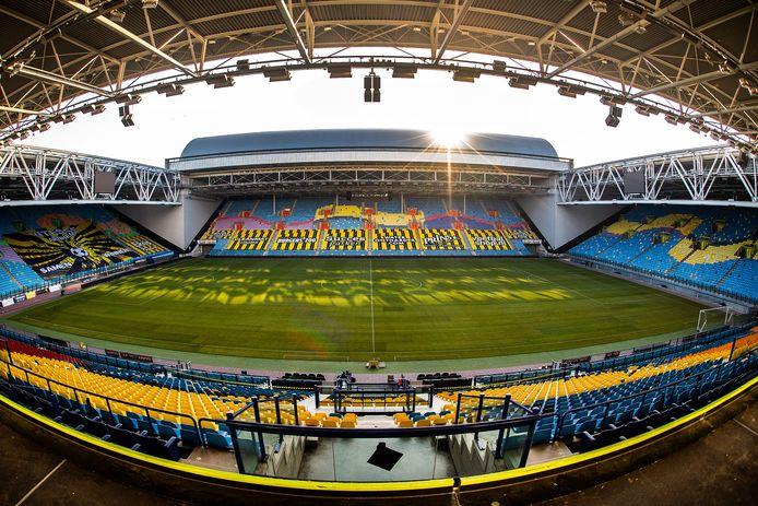 De nieuwe grasmat van Vitesse in GelreDome. De Arnhemmers spelen drie thuiswedstrijden in acht dagen.