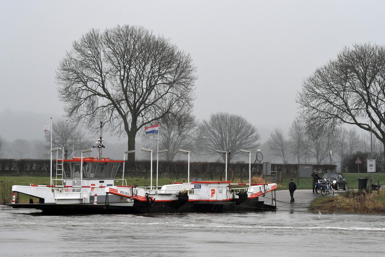 De pont tussen Cuijk en Middelaar was eerder ook al uit de vaart.