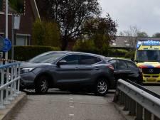 Auto botsen op elkaar in buitengebied van Hellendoorn