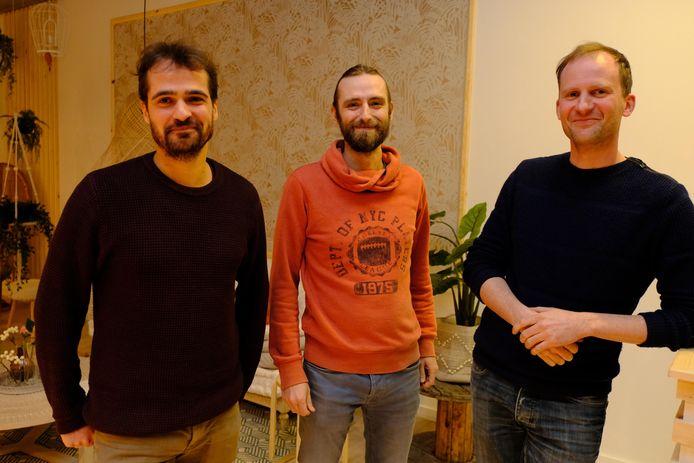Eigenaars van De Gouden Kooi Bert Briké en Jan Gheyle met medewerker Bram Bonnaerens (links)