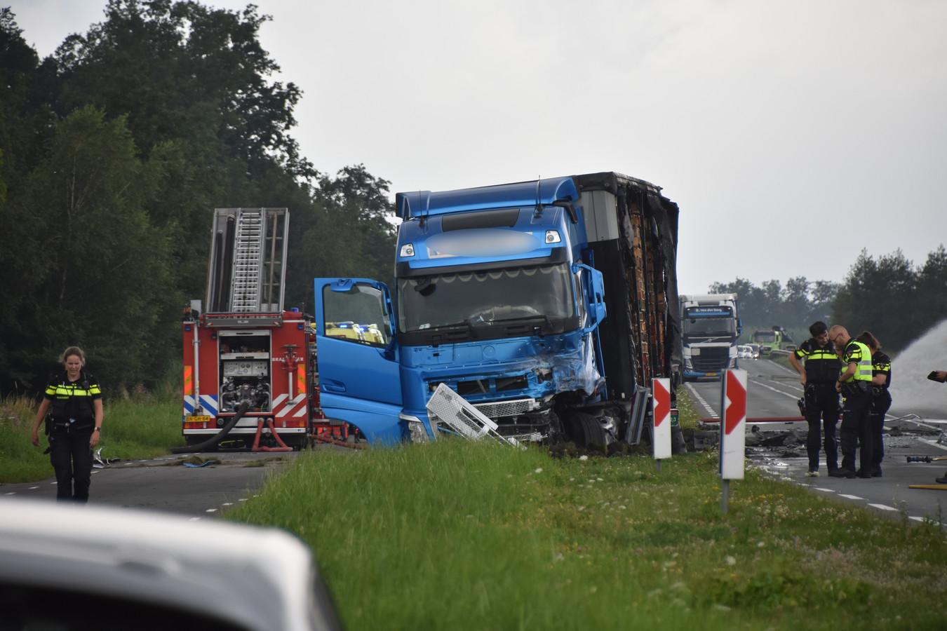 Een personenauto is vanmiddag in brand gevlogen na een botsing met een vrachtwagen op de N210 tussen Bergambacht en Lekkerkerk.