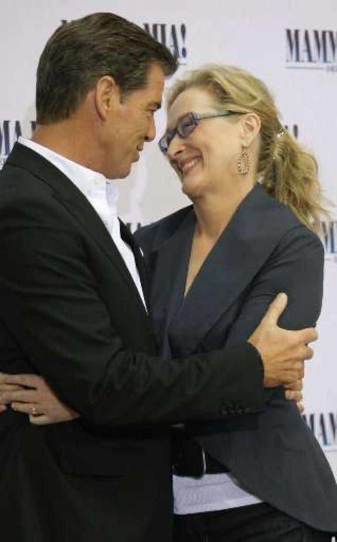 Pierce Brosnan en Meryl Streep bij de voorstelling in Berlijn. Beeld UNKNOWN