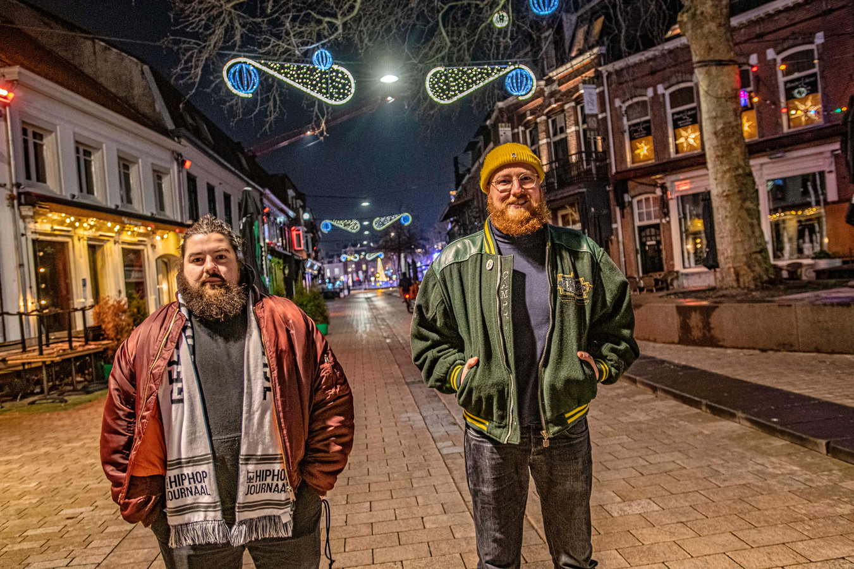 Mannen met baarden op de Korte Heuvel: Dirk Stolk (links, De Manager) en Kees Sanders (Keezus Christus), samen Beard2Beard.
