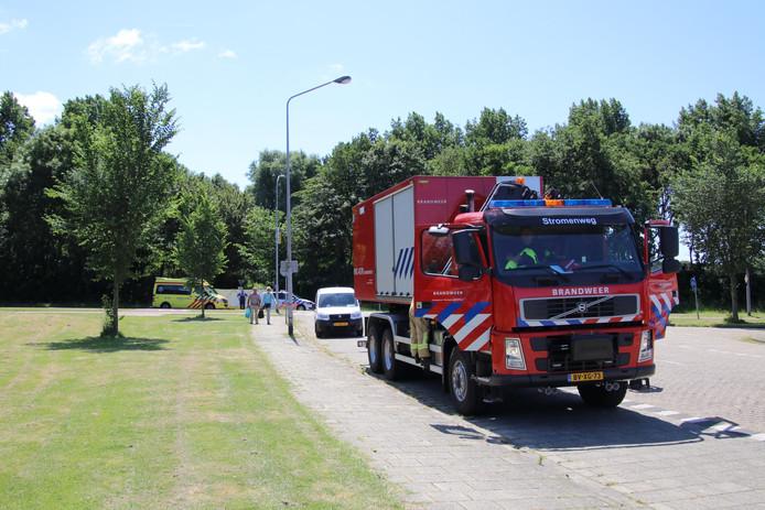 Hulpdiensten bij de plek waar de overleden persoon is gevonden.